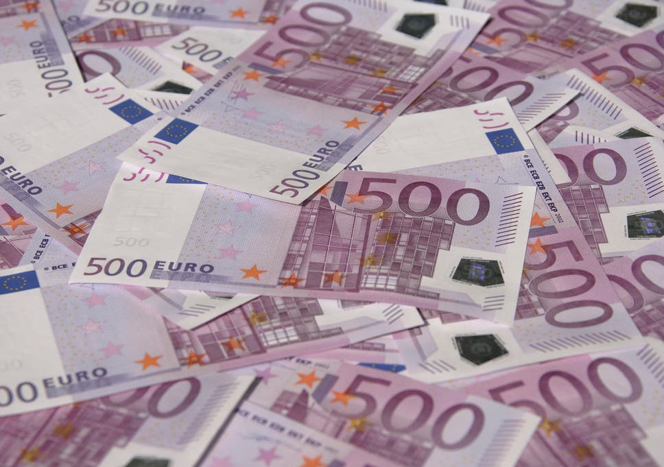 The Large Violet Bills Are The Most Valuable Euro Notes And The Biggest Physi Y