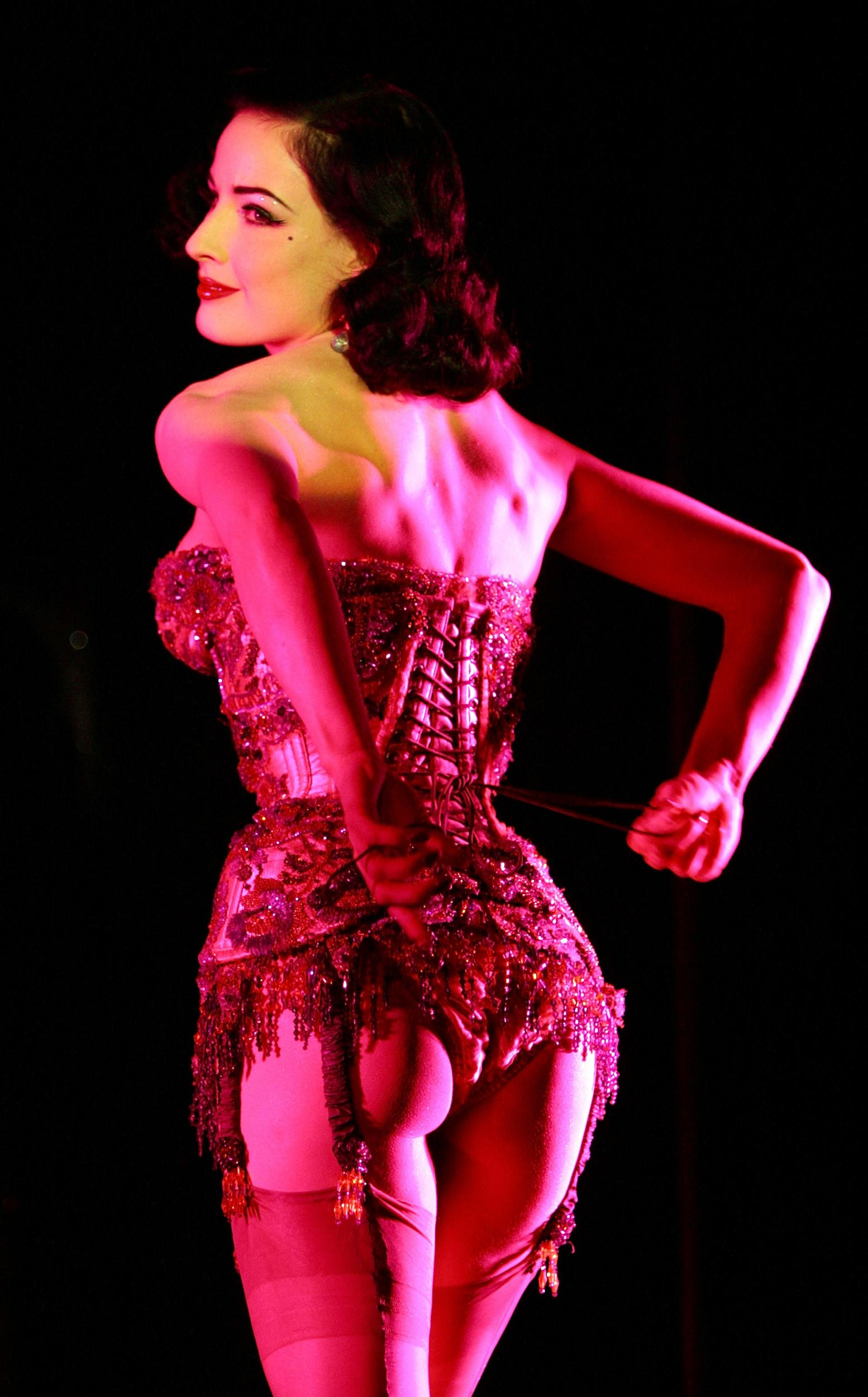 3abf144a2d27 A waist Of Time - the contemporary revival of the corset