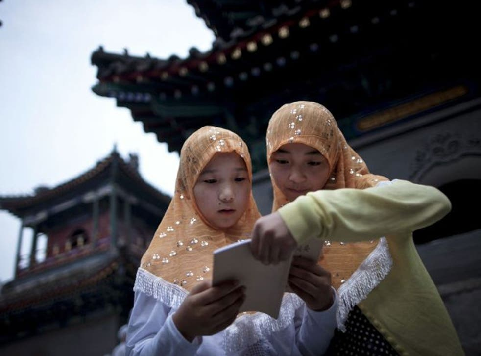 Two Chinese Hui Muslim girls read the Quran