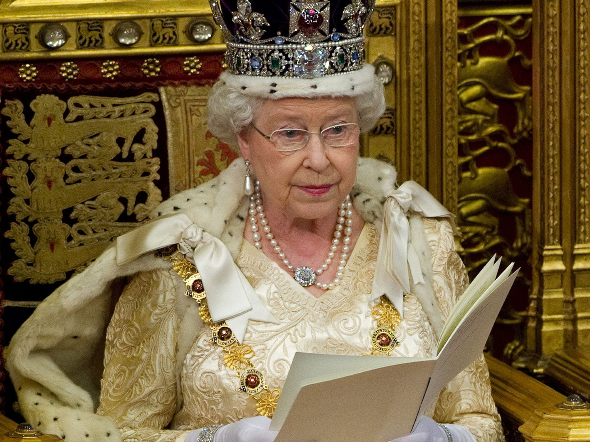informative speech queen elizabeth Queen elizabeth ii outlined the government's legislative program in a speech to parliament on wednesday after the prime minister slimmed down her plans and promised humility in negotiating britain's exit from the european union following a disastrous election that cost the ruling conservative party its majority.