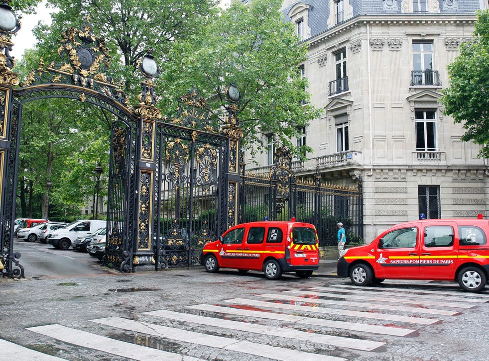 Vehicles of firefigthers are parked at the entrance of the Parc Monceau on May 28, 2016 in Paris, after eleven people including 10 children were struck by lightning in the park