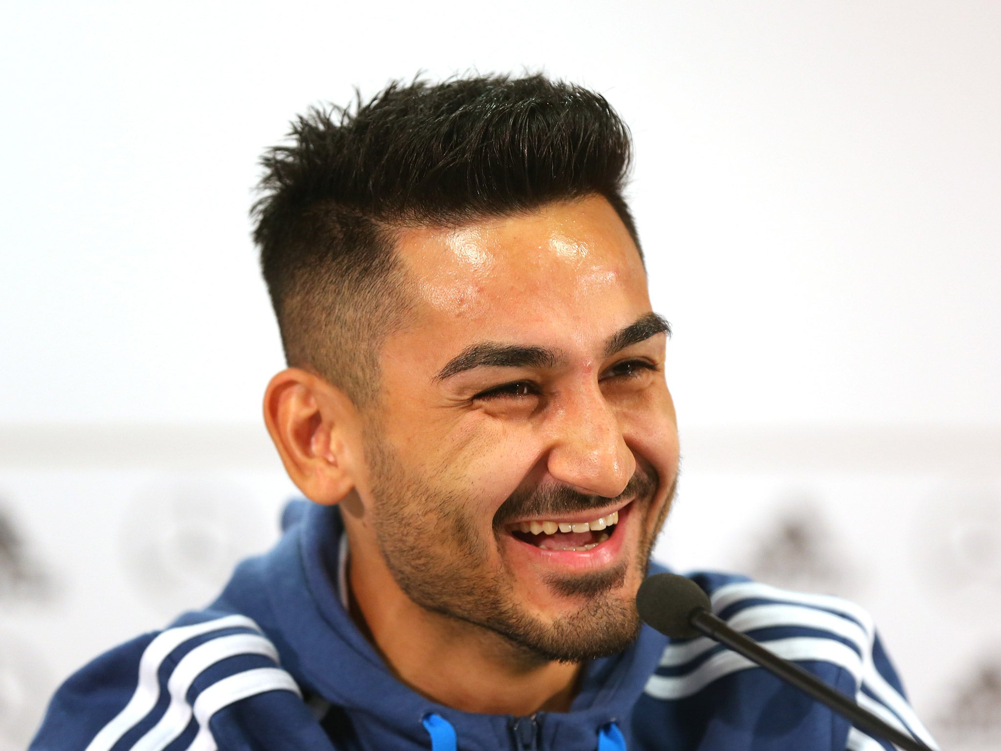 Ilkay Gundogan breaks his own transfer to Manchester City after