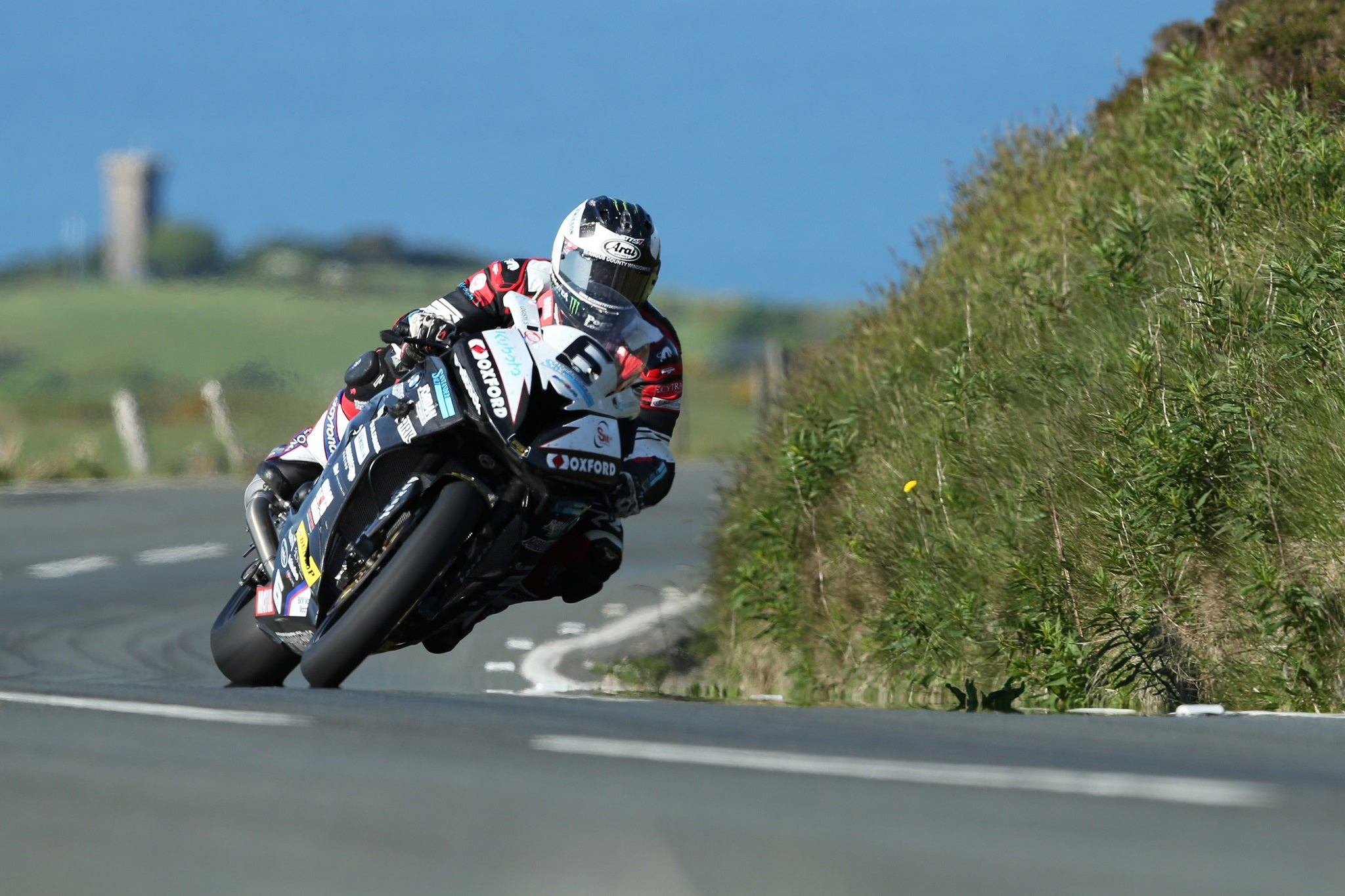 Isle of Man TT 2016: Michael Dunlop breaks lap record to seal dominant RST Superbike victory