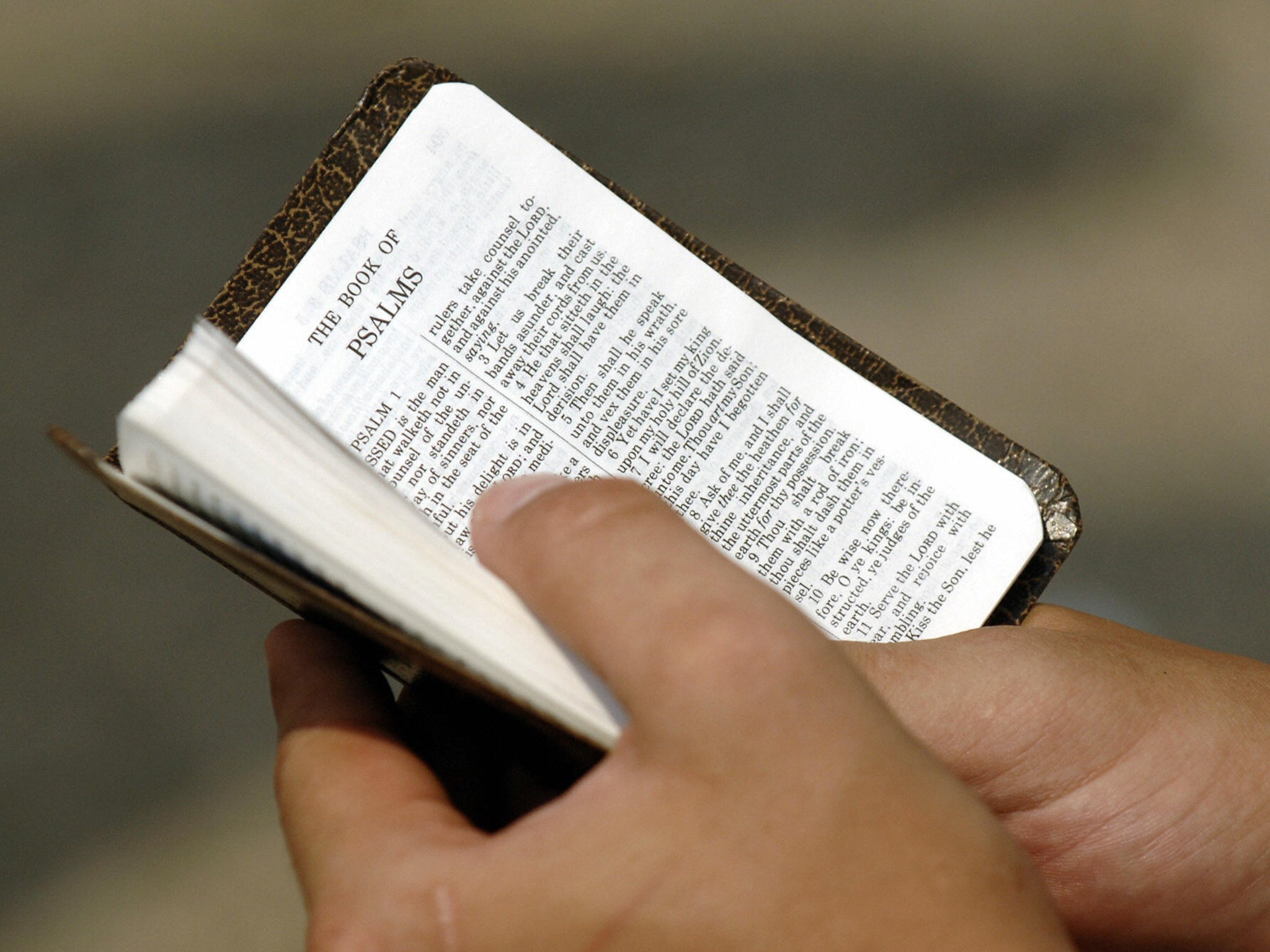 Christian convert asylum seekers \'asked to name colour of Bible ...