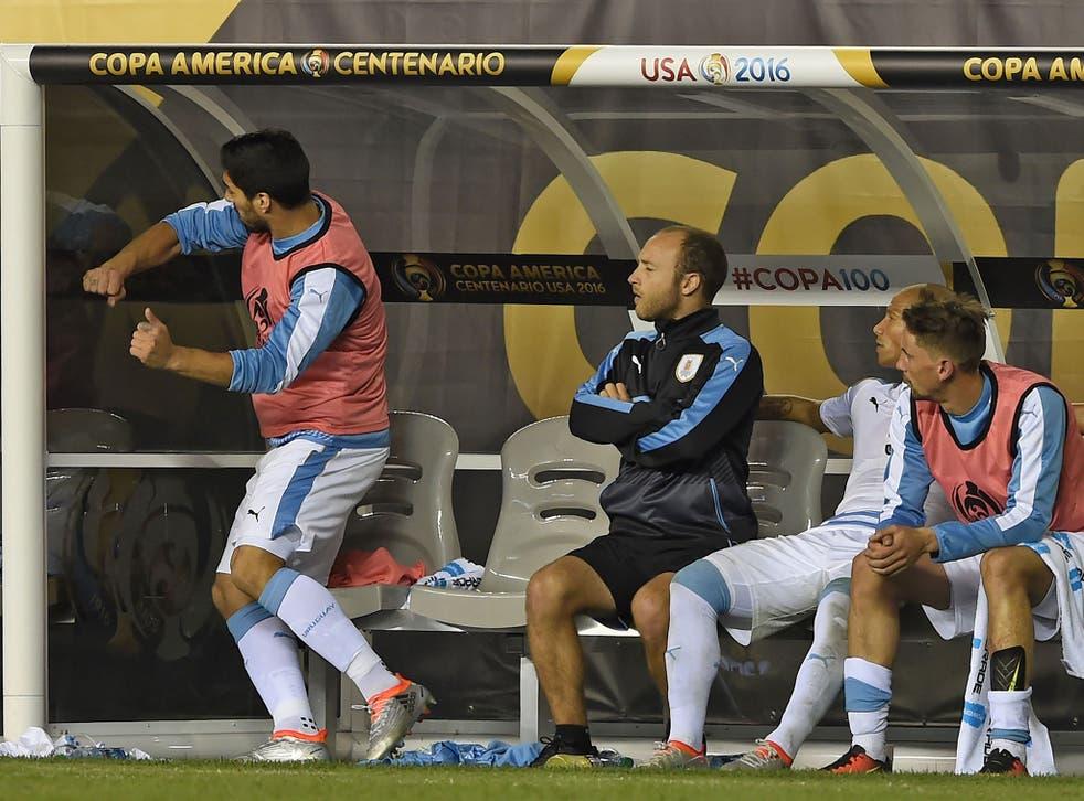 Luis Suarez lashes out during Uruguay's defeat to Venezuala