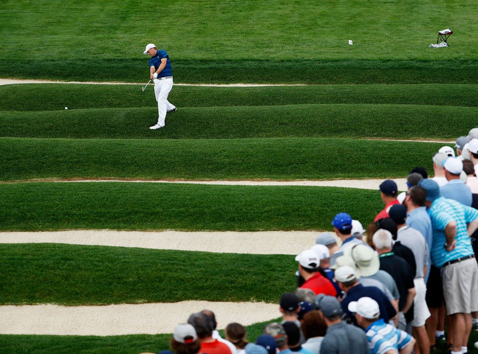 Jordan Spieth takes on the Church Pews bunker at the 15th at Oakmont