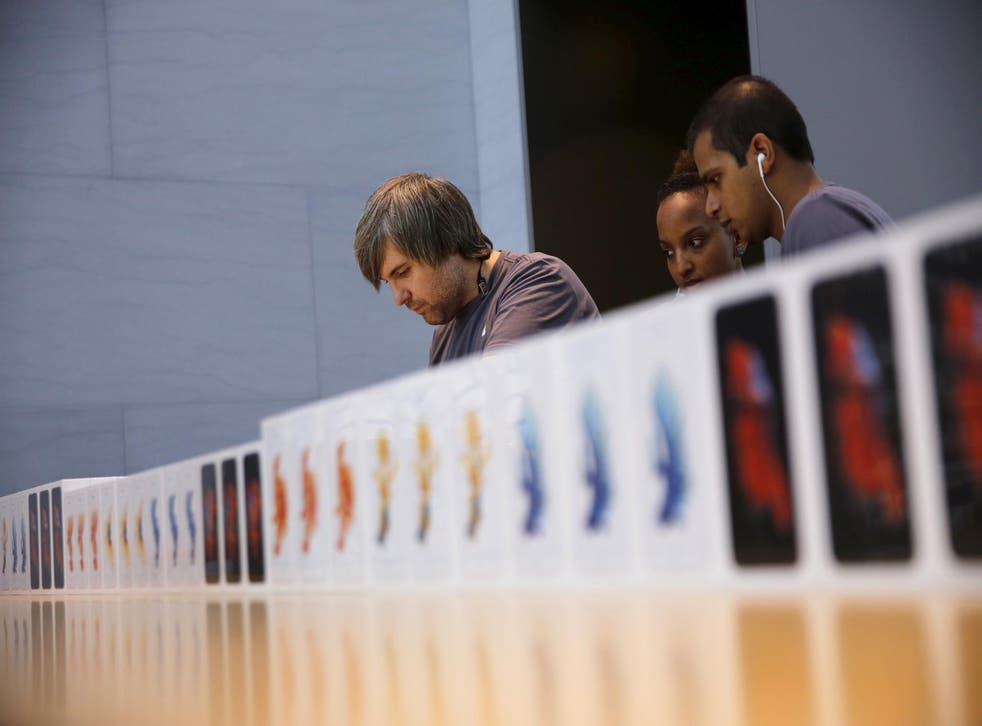 Apple employees take orders for the new iPhone 6S at the Apple Retail in Palo Alto, California September 25, 2015