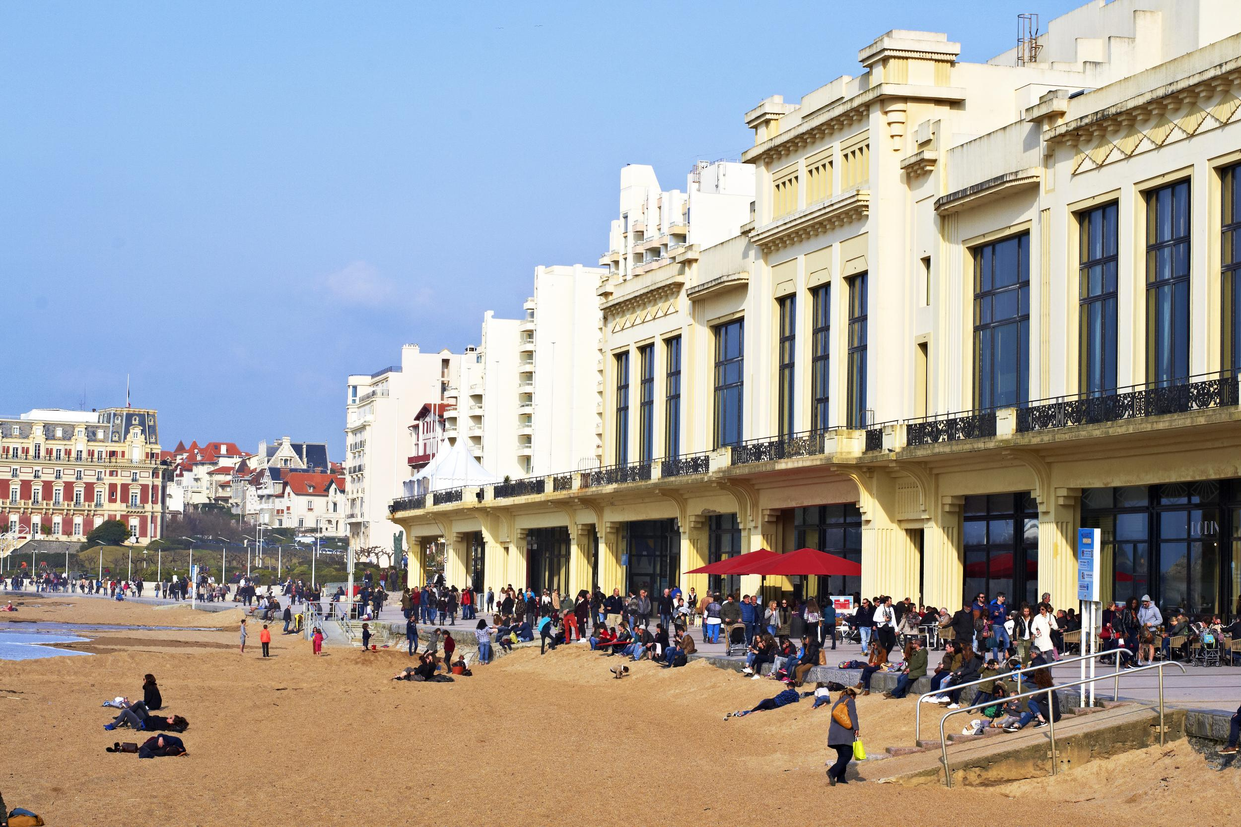 48 hours in biarritz restaurants hotels and places to for Hotels 3 etoiles biarritz