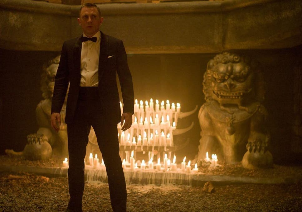 how daniel craig nearly ruined skyfall with a nice pair of gloves