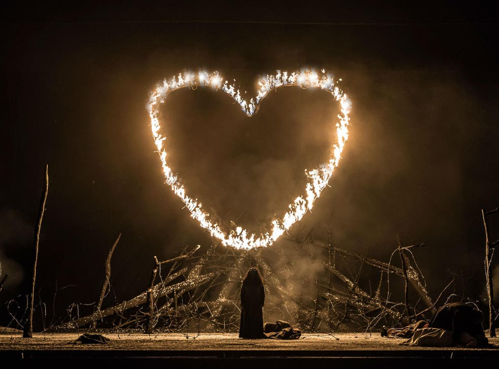 A scene from Il Trovatore at the Royal Opera House