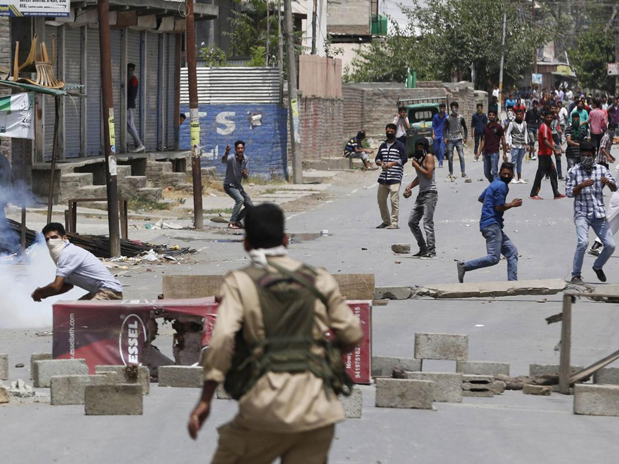 Kashmir remains tense for 20th day