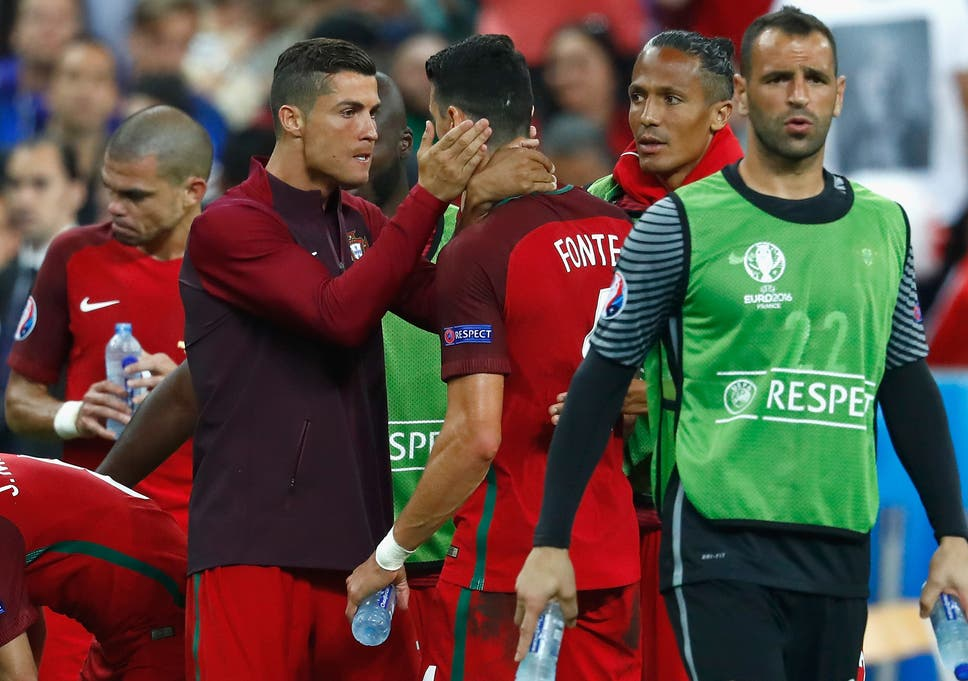 Ronaldo shares some words of encouragement with Jose Fonte at half-time in  extra- 95dbe99668412