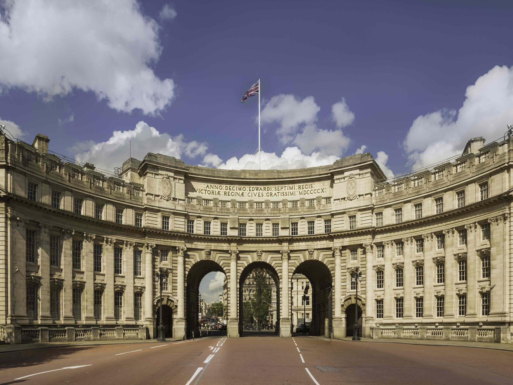 London\'s most expensive flat goes on sale near Buckingham Palace ...