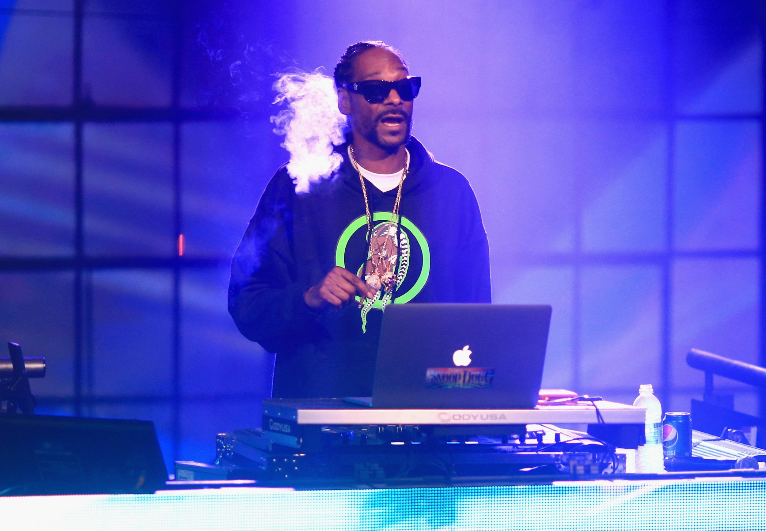 Snoop Dogg rules out ever eating a hot dog again after seeing how they are made