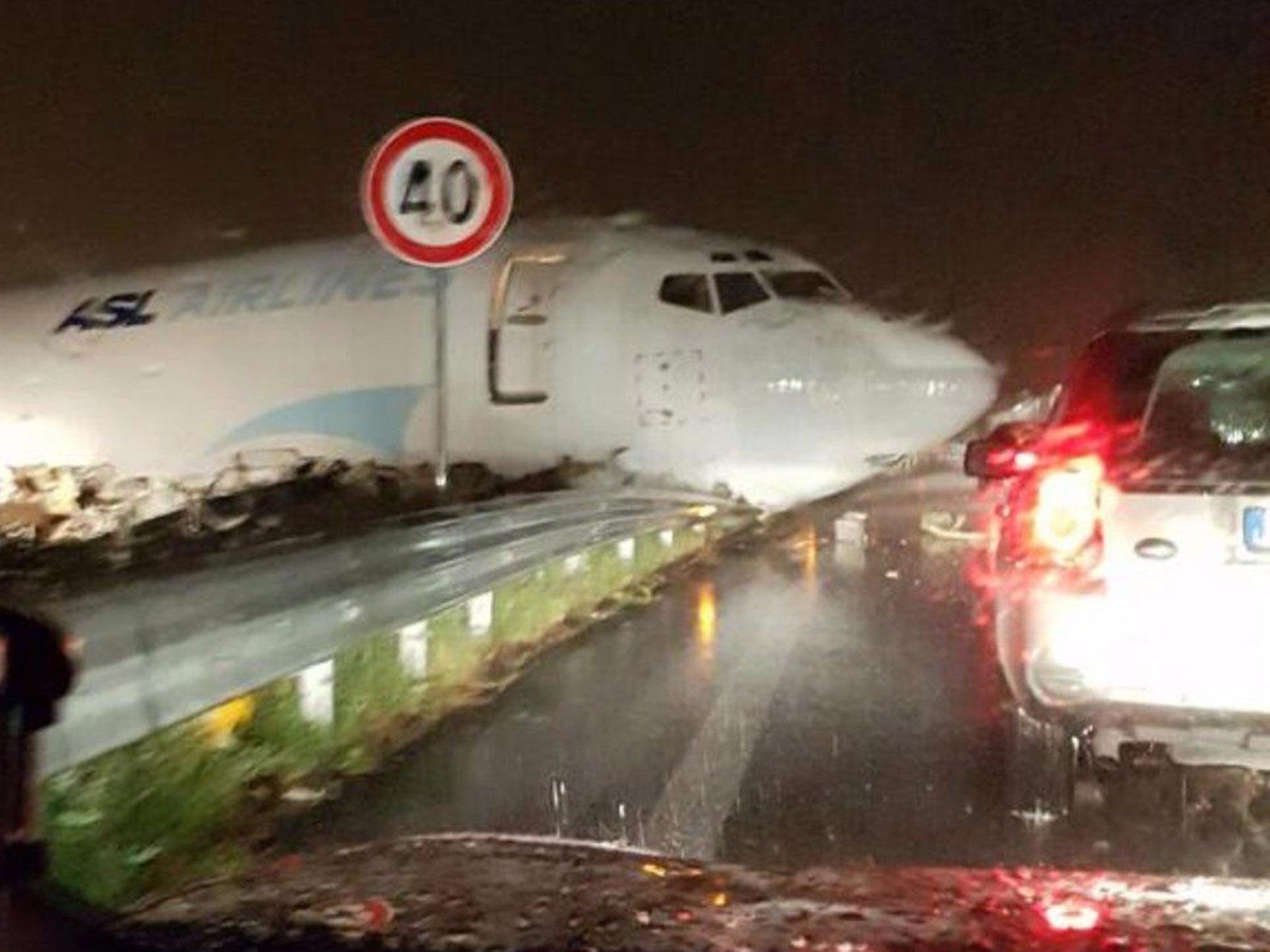 cargo plane crashes into oncoming road traffic after overshooting