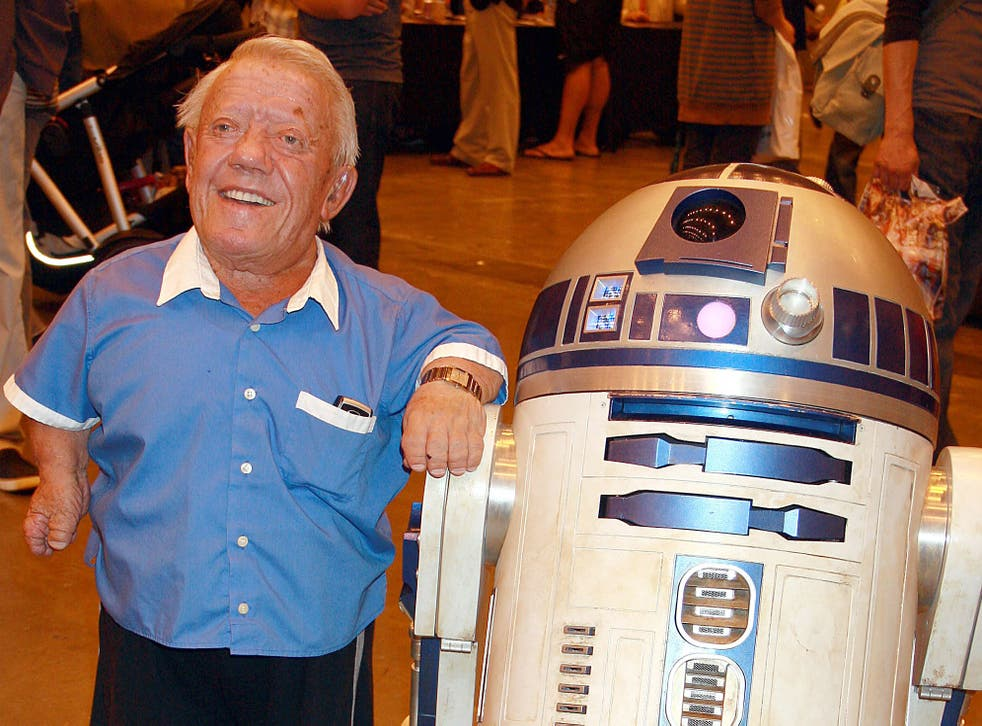 Kenny Baker with R2-D2 at the London Film and Comic Convention