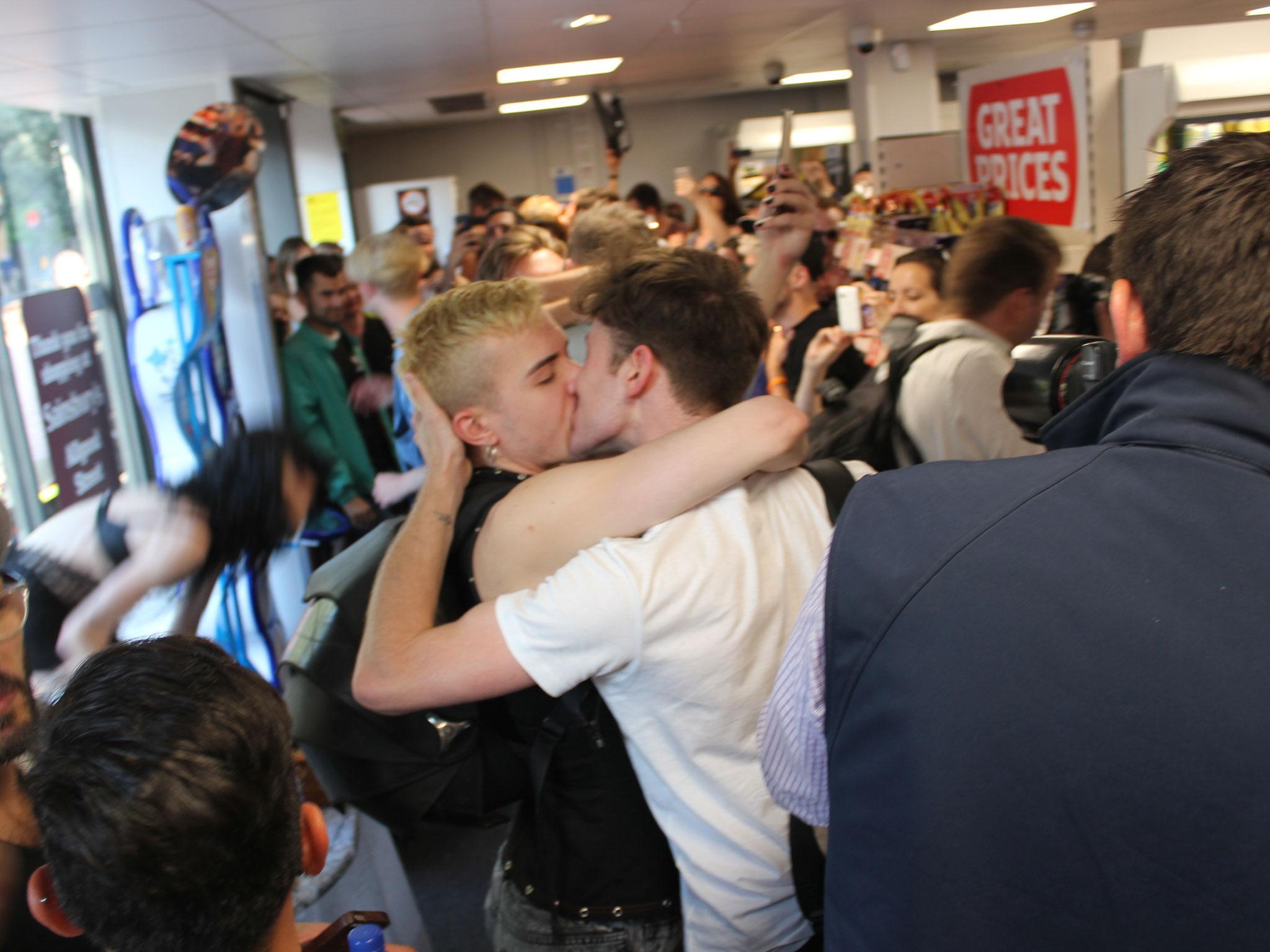 public porn gay kissing
