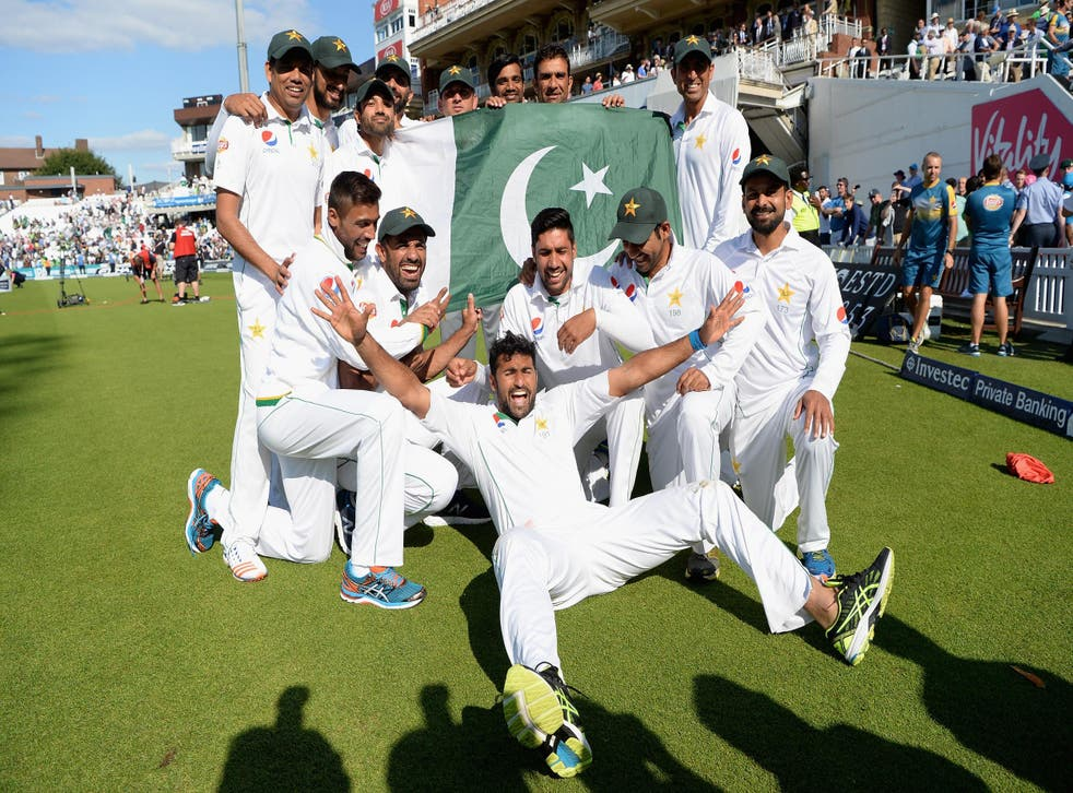 Pakistan celebrate after winning the 4th Investec Test between England and Pakistan at The Kia Oval