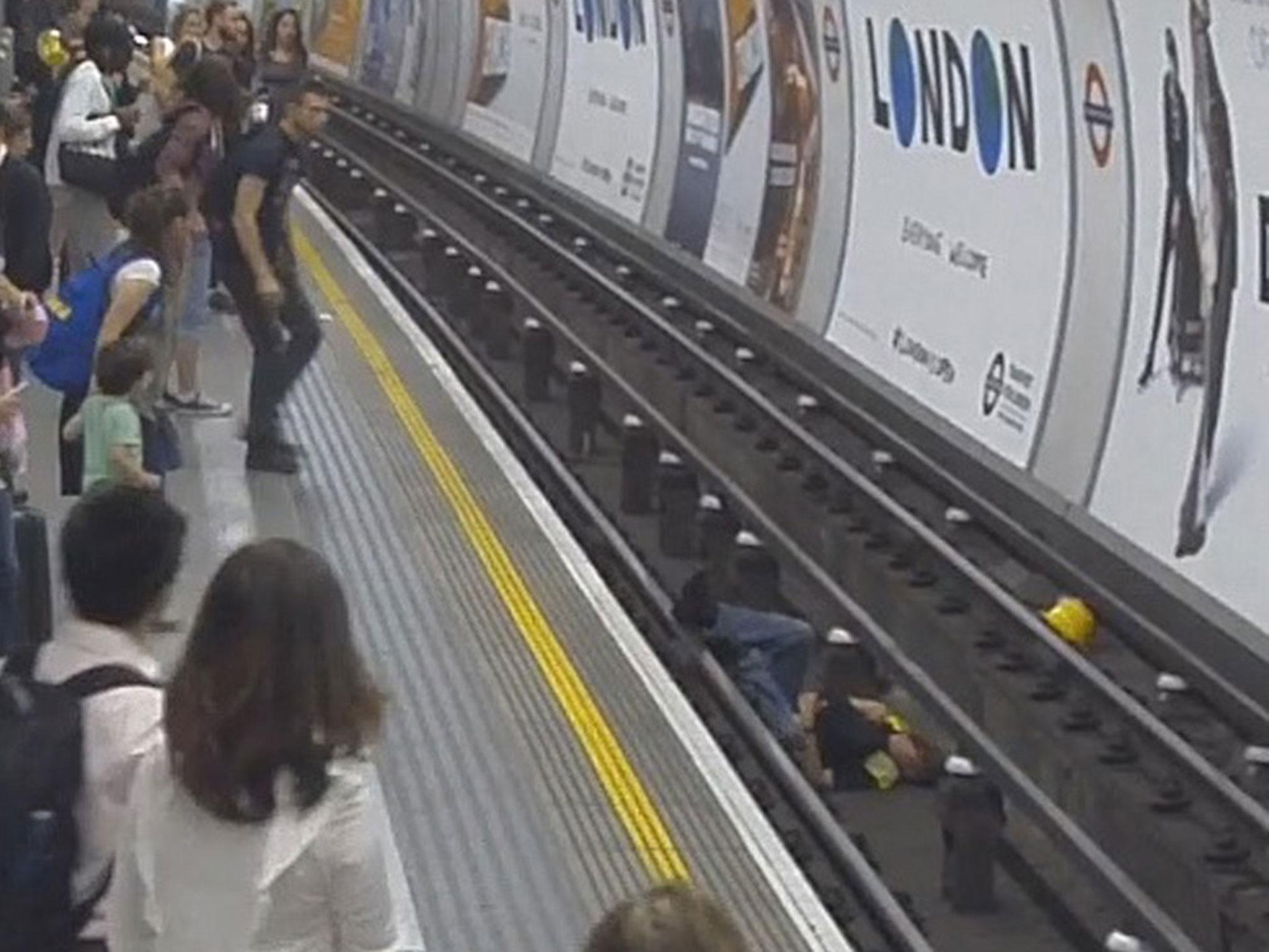 Police praise heroic passenger who jumped on tube tracks for Classic underground house tracks
