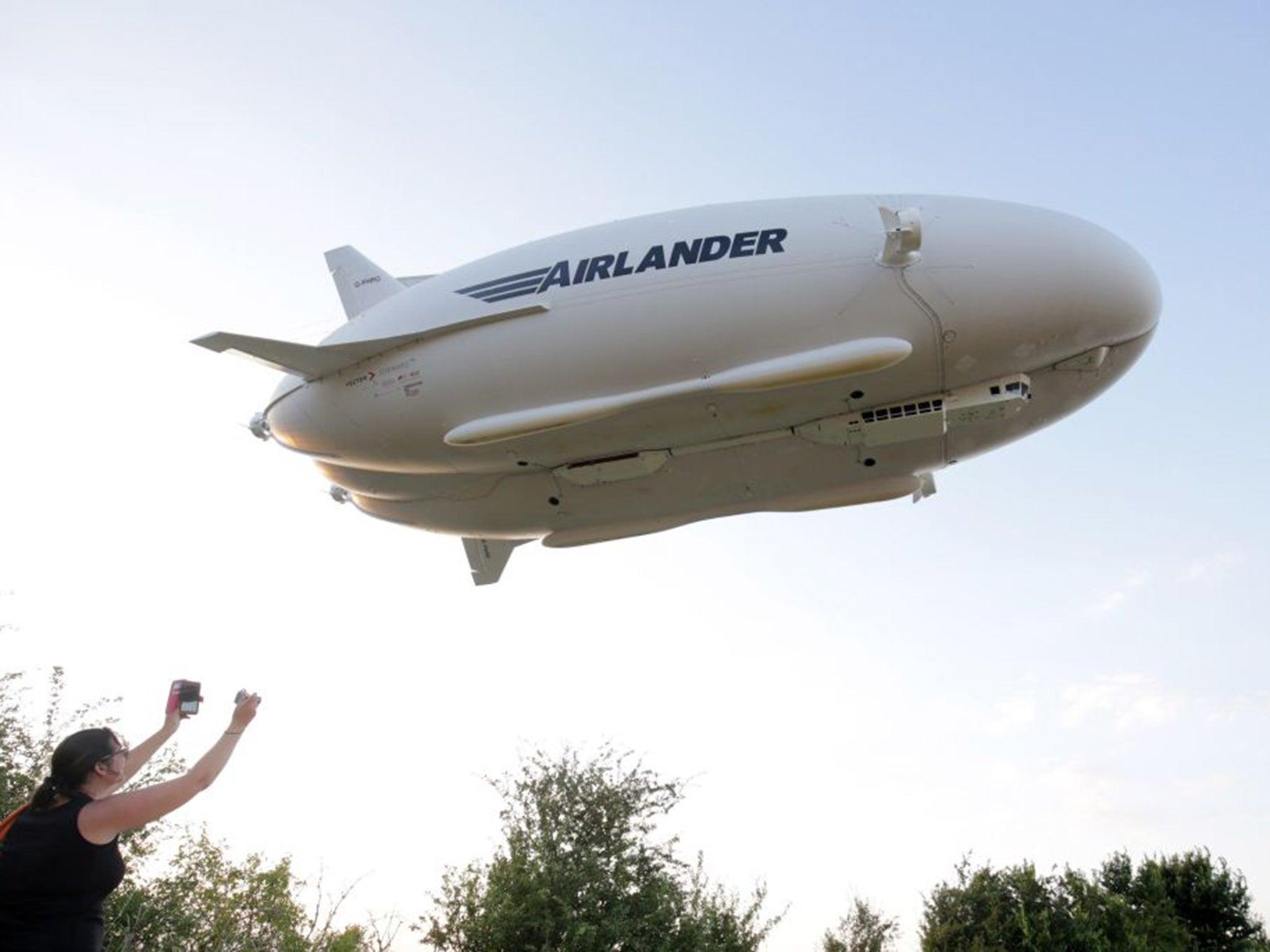 Airlander 10 crash: World's largest aircraft crashes as it ...