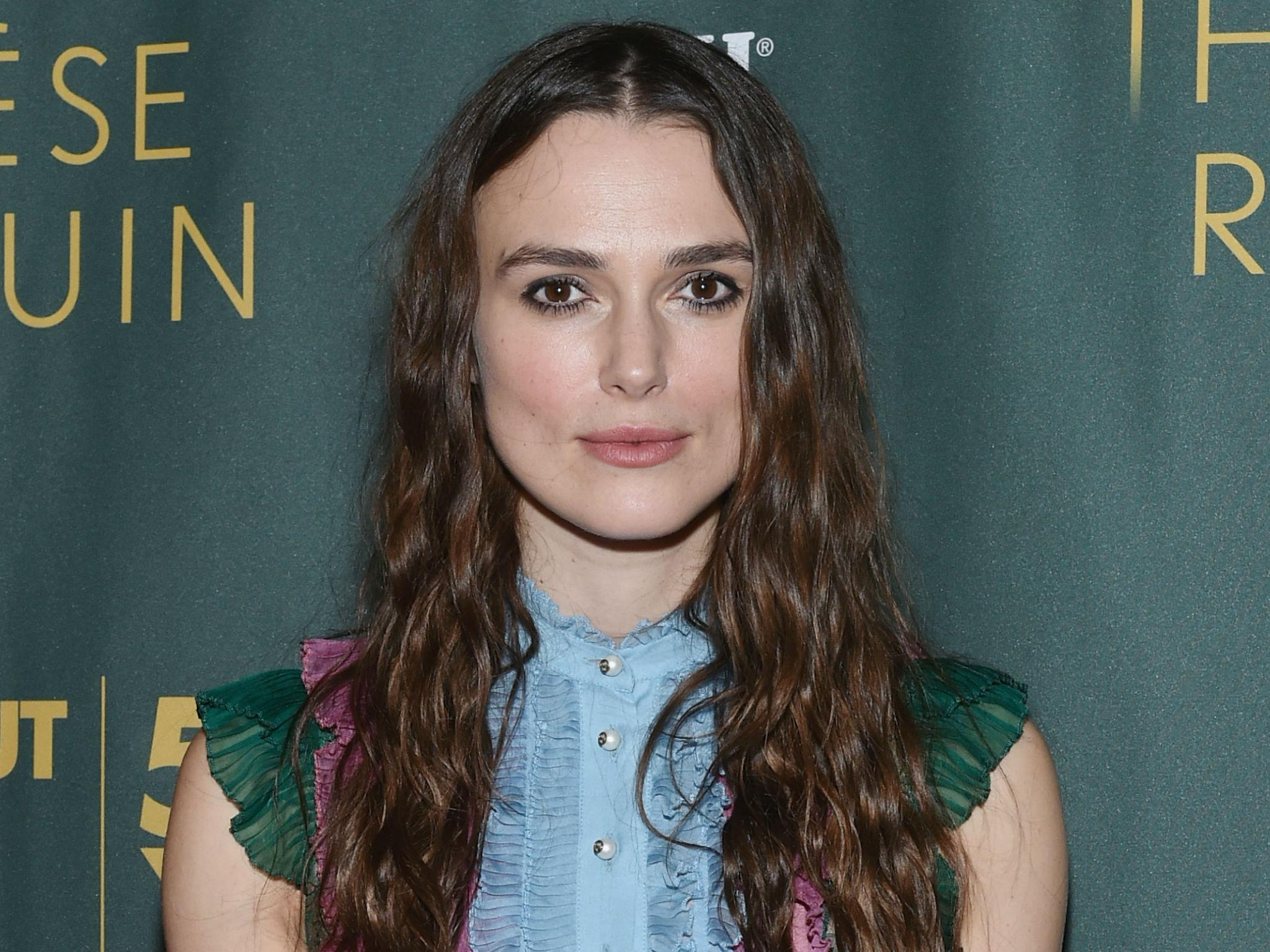keira knightley forced to wear wigs in films after dye made her