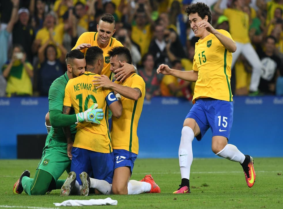Brazil players celebrate after Neymar scores the winning penalty to win gold