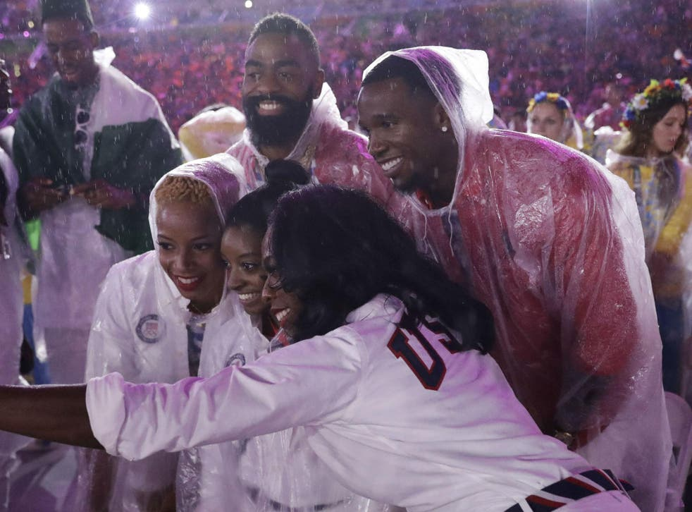 Biles poses with members of the US team during the Rio closing ceremony