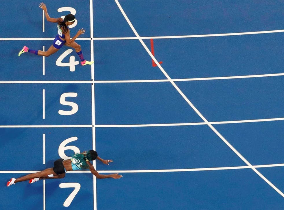 Shaunae Miller (BAH) throws herself across the finish line to win the gold ahead of Allyson Felix (USA).
