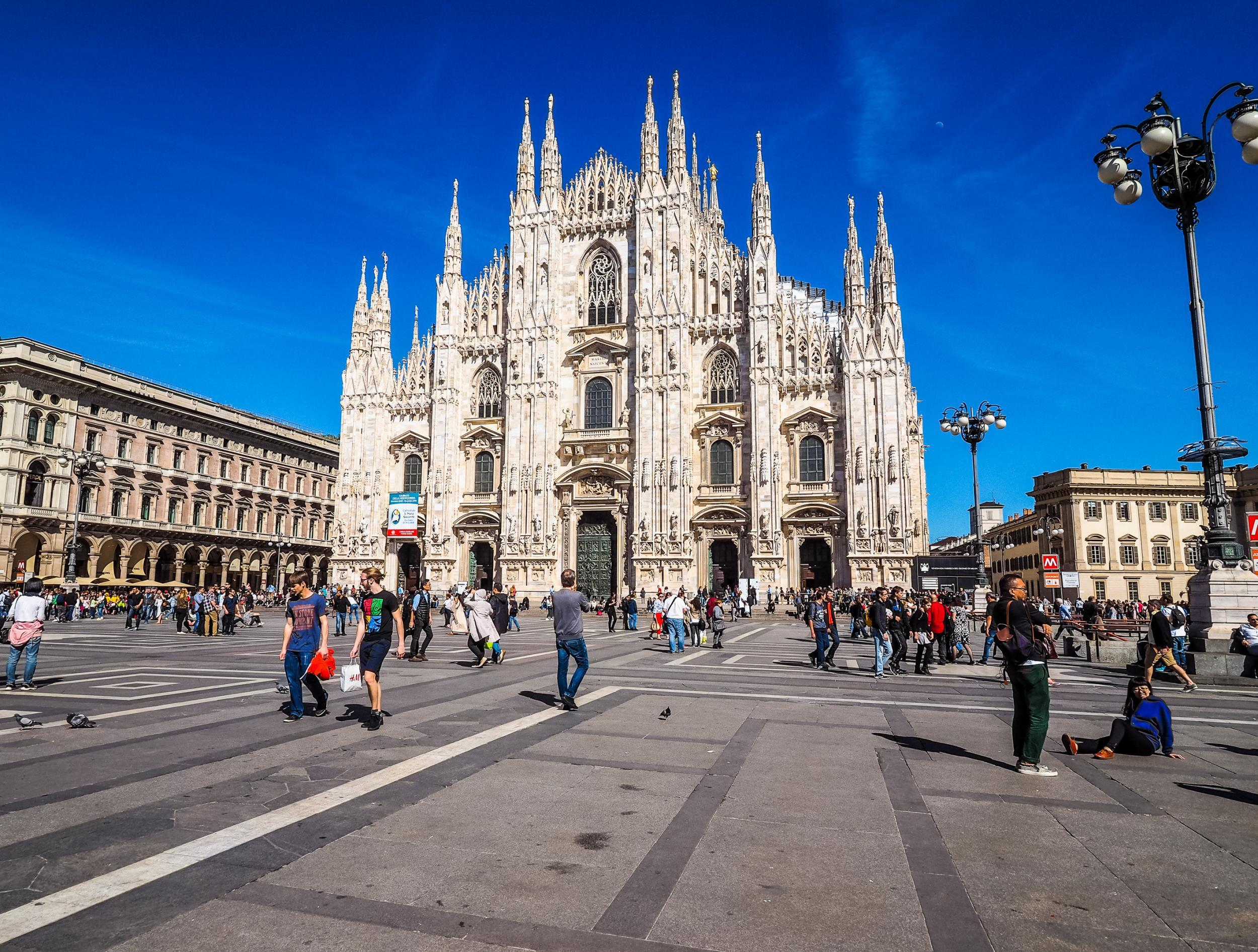 Walking around Milan: sights and shopping