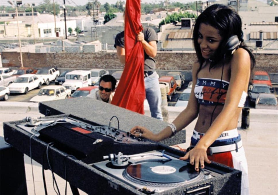 Who was aaliyah dating at the time of her death