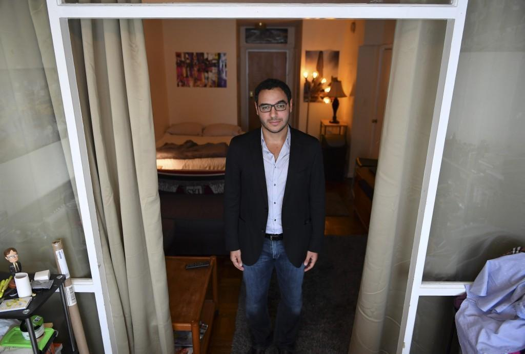 Man launches Airbnb-style website to provide free accommodation for refugees