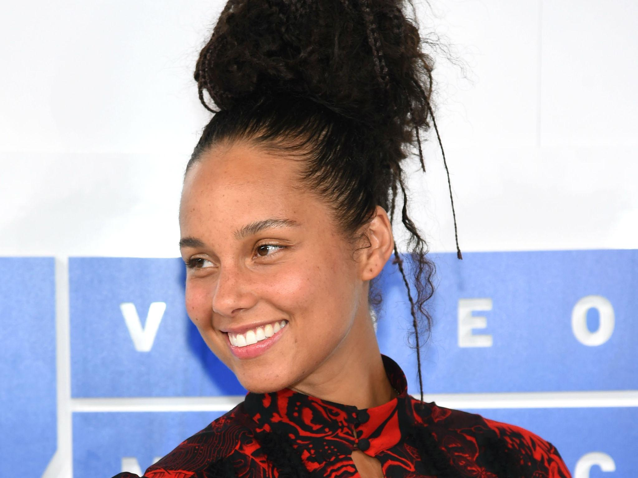 Response to a twitter troll who shamed her for not wearing makeup - Alicia Keys Responds To Criticism After Attending Mtv Vmas With No Make Up The Independent