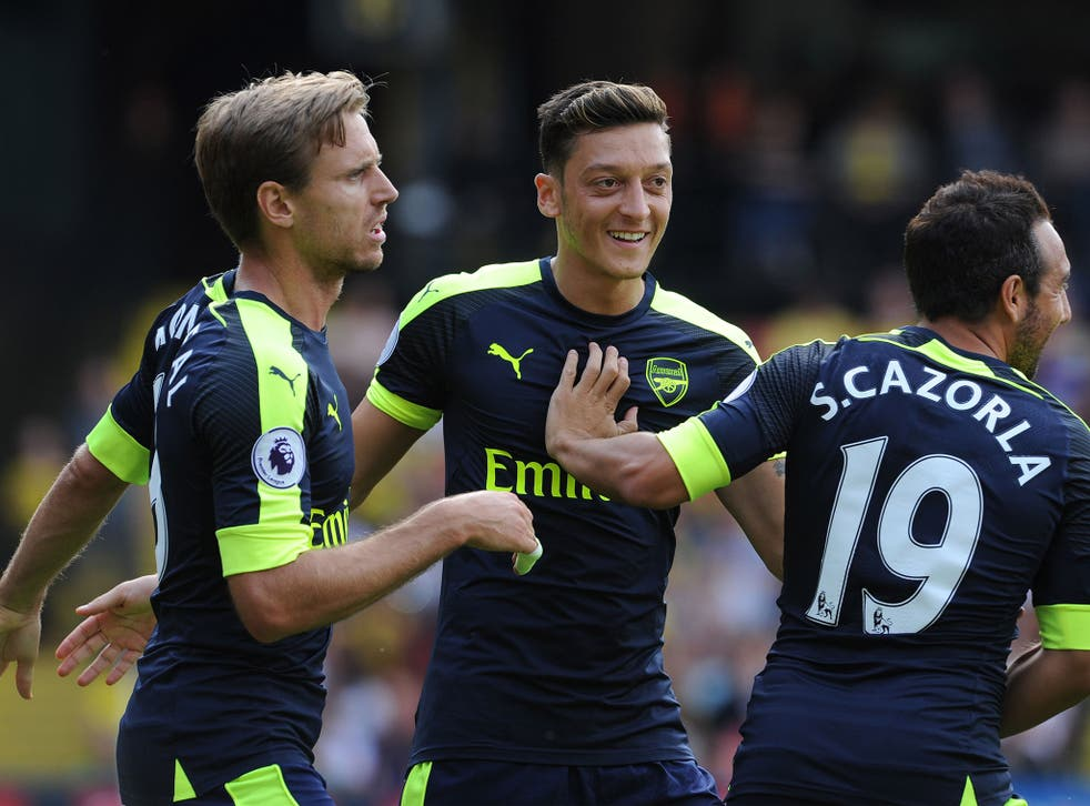 Arsenal want Mesut Ozil to sign a new contract with the club