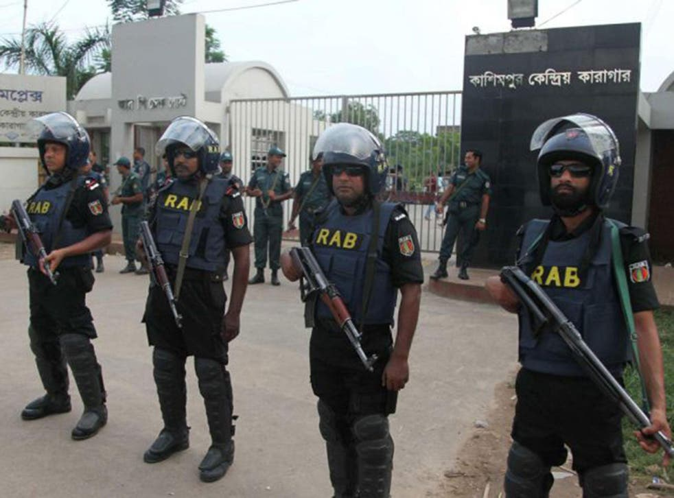 Bangladeshi security personnel stand guard at the entrance of the Kashimpur Central Jail where Bangladeshi leader of Jamaat-e-Islam Mir Quasem Ali was held before his execution