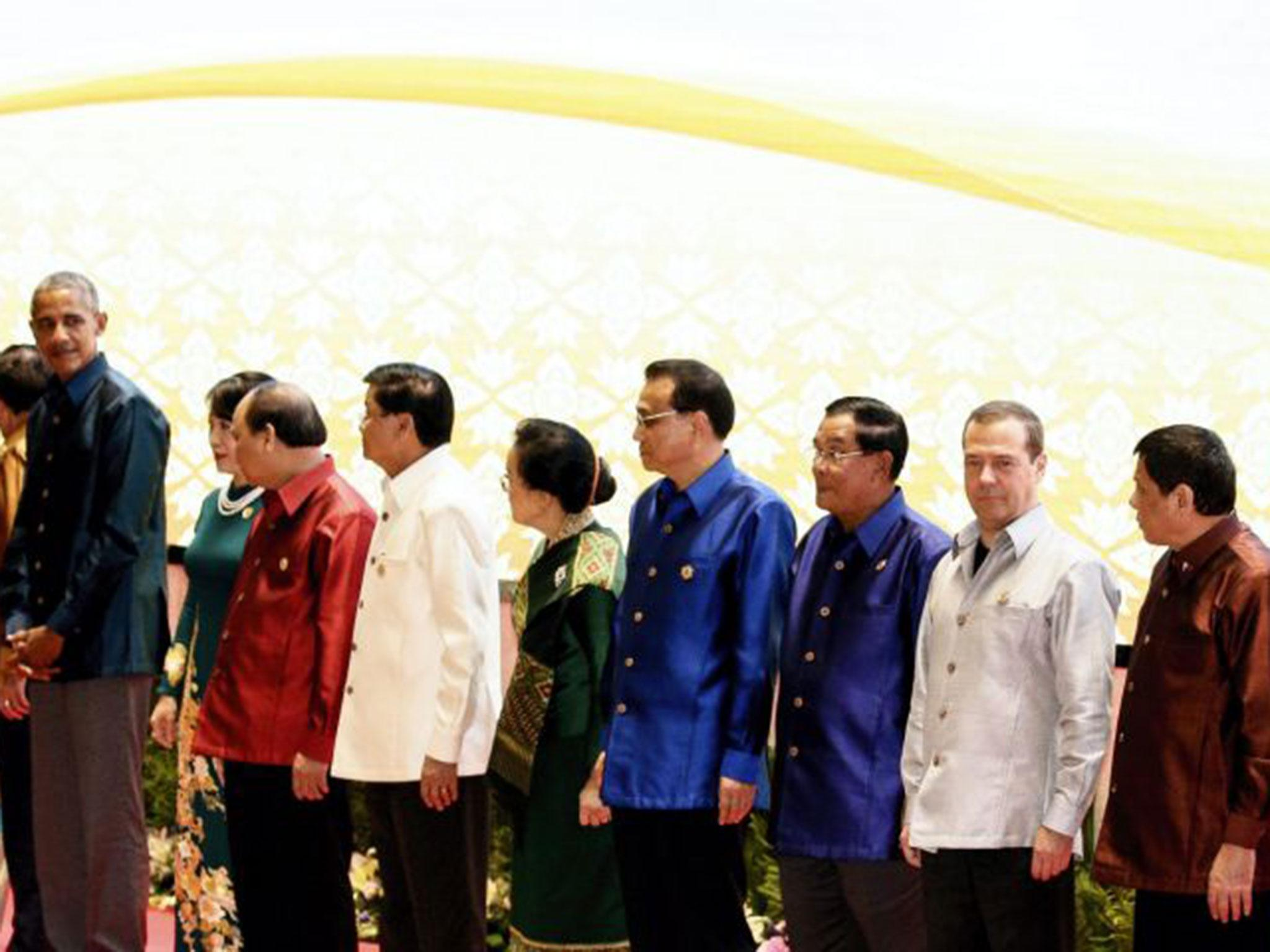 The awkward moment Barack Obama finally met Philippines president ...