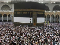 Hajj 2016: Hundreds of thousands of Muslims arrive in Mecca ahead of the five-day pilgrimage
