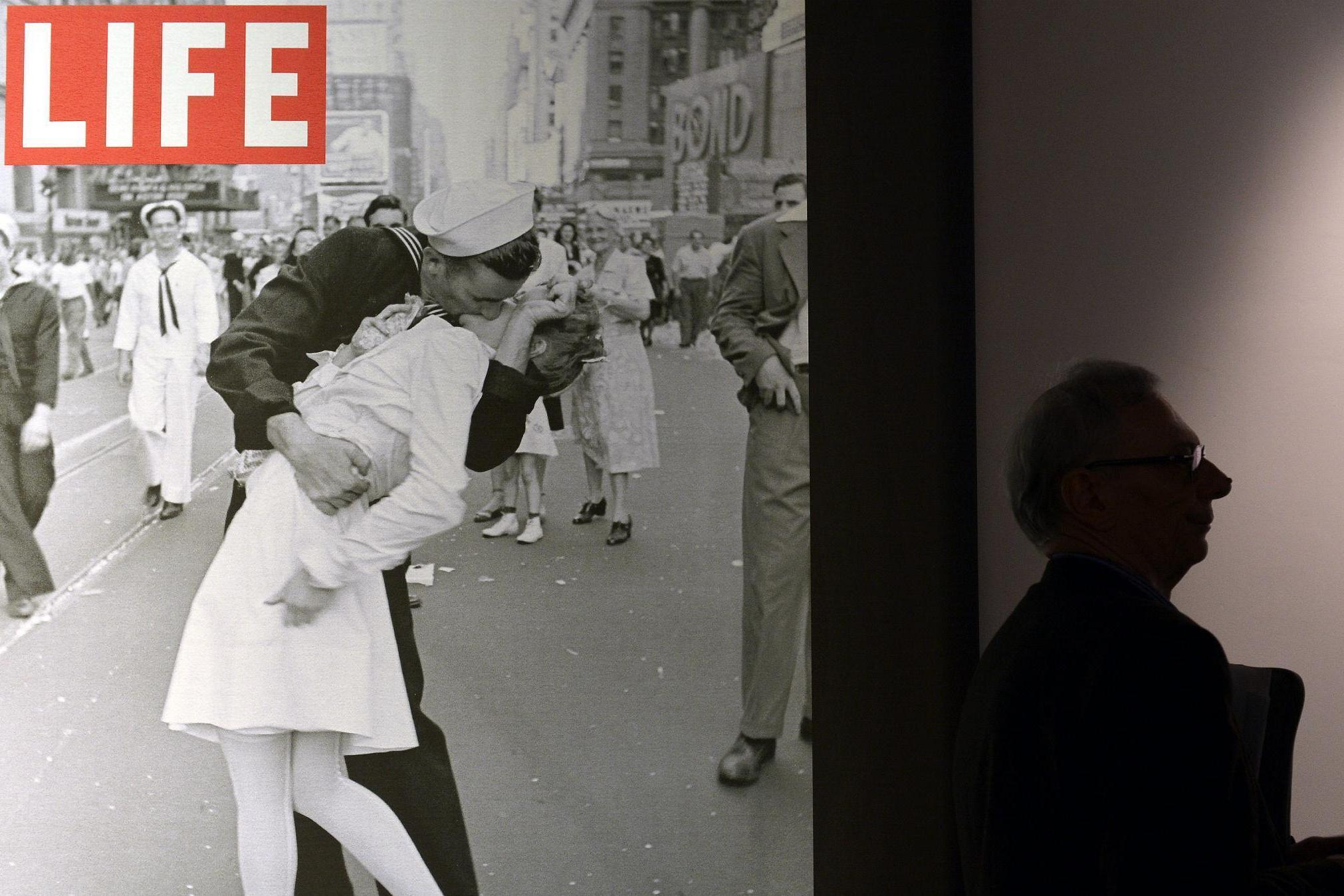 greta friedman thought to be nurse in iconic vj day photograph