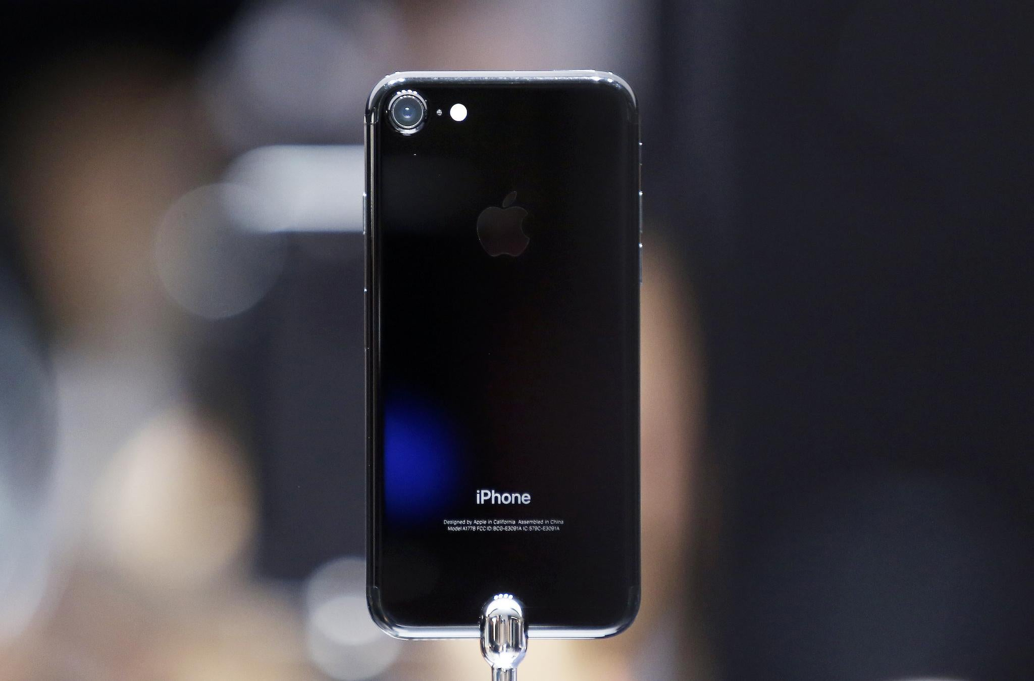 iPhone 7 owners say new phones are hissing at their users