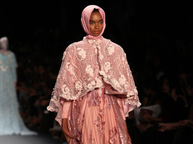 Muslim Fashion Designer Makes History With Hijab Collection At New York Fashion Week The Independent The Independent