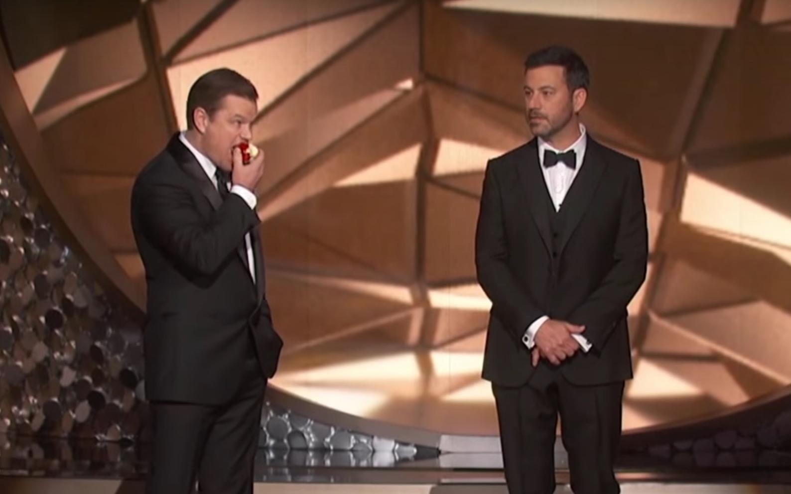 Emmys 2016: Matt Damon chomps apple, teases host Jimmy ...
