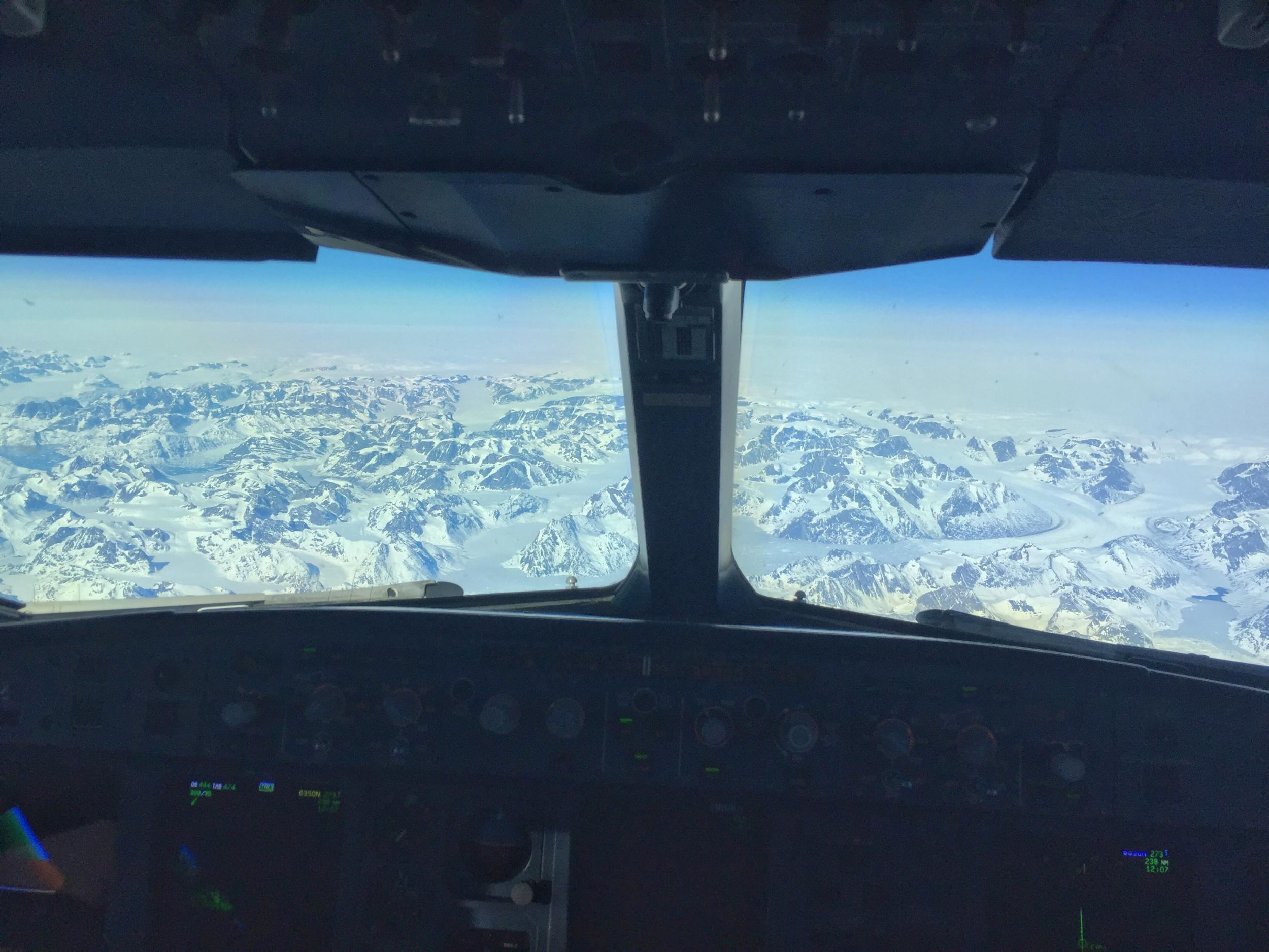What it's like to fly a plane: A pilot's view from the