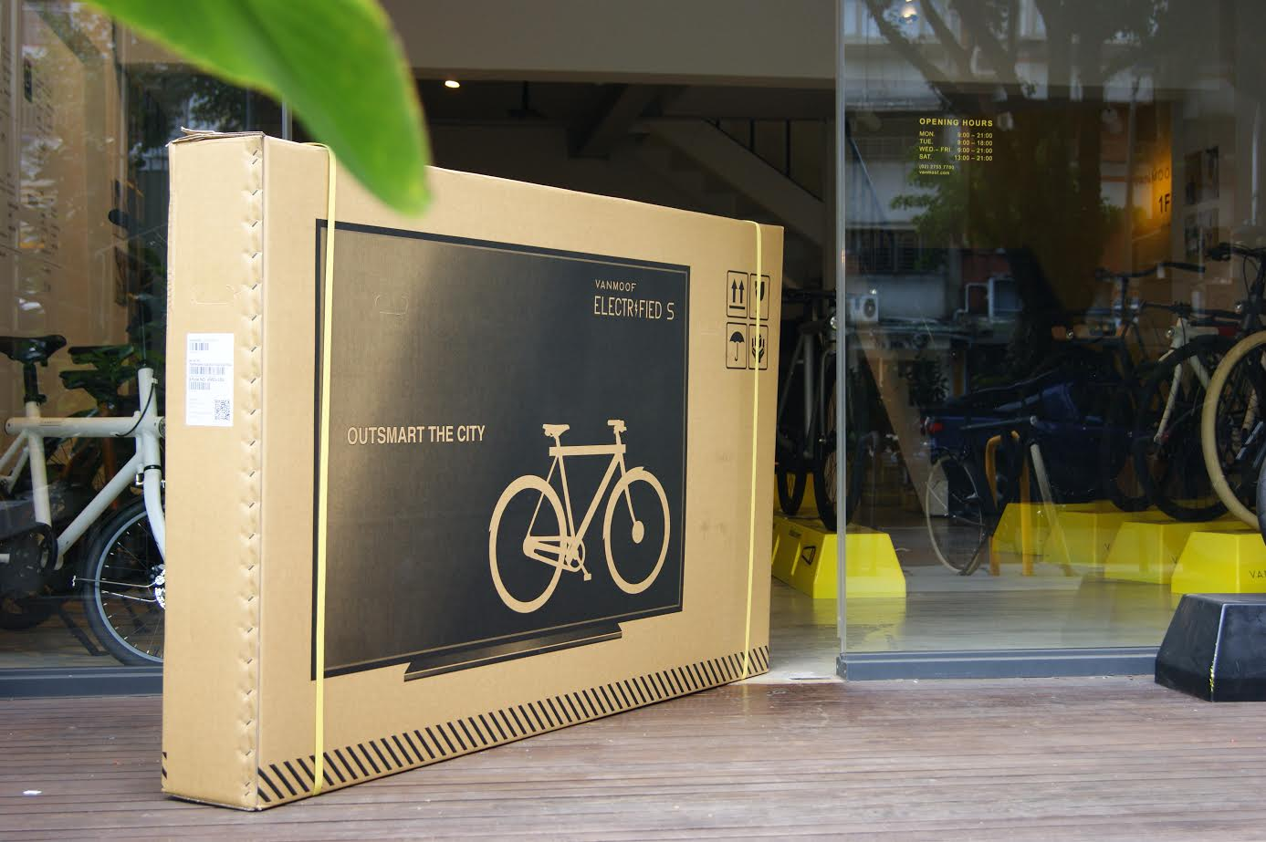 What happened when a bike company started putting TVs on the sides of its delivery packages
