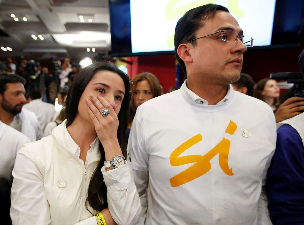 """A supporter of """"Si"""" vote cries after the nation voted """"No"""" in a referendum on a peace deal between the government and the FARC"""