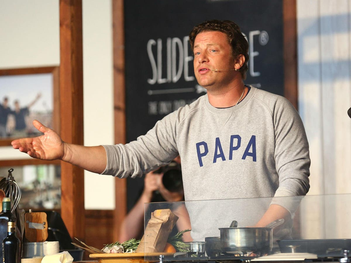 Jamie Oliver S Paella Recipe Blasted By Spaniards Over Inclusion Of Chorizo The Independent The Independent