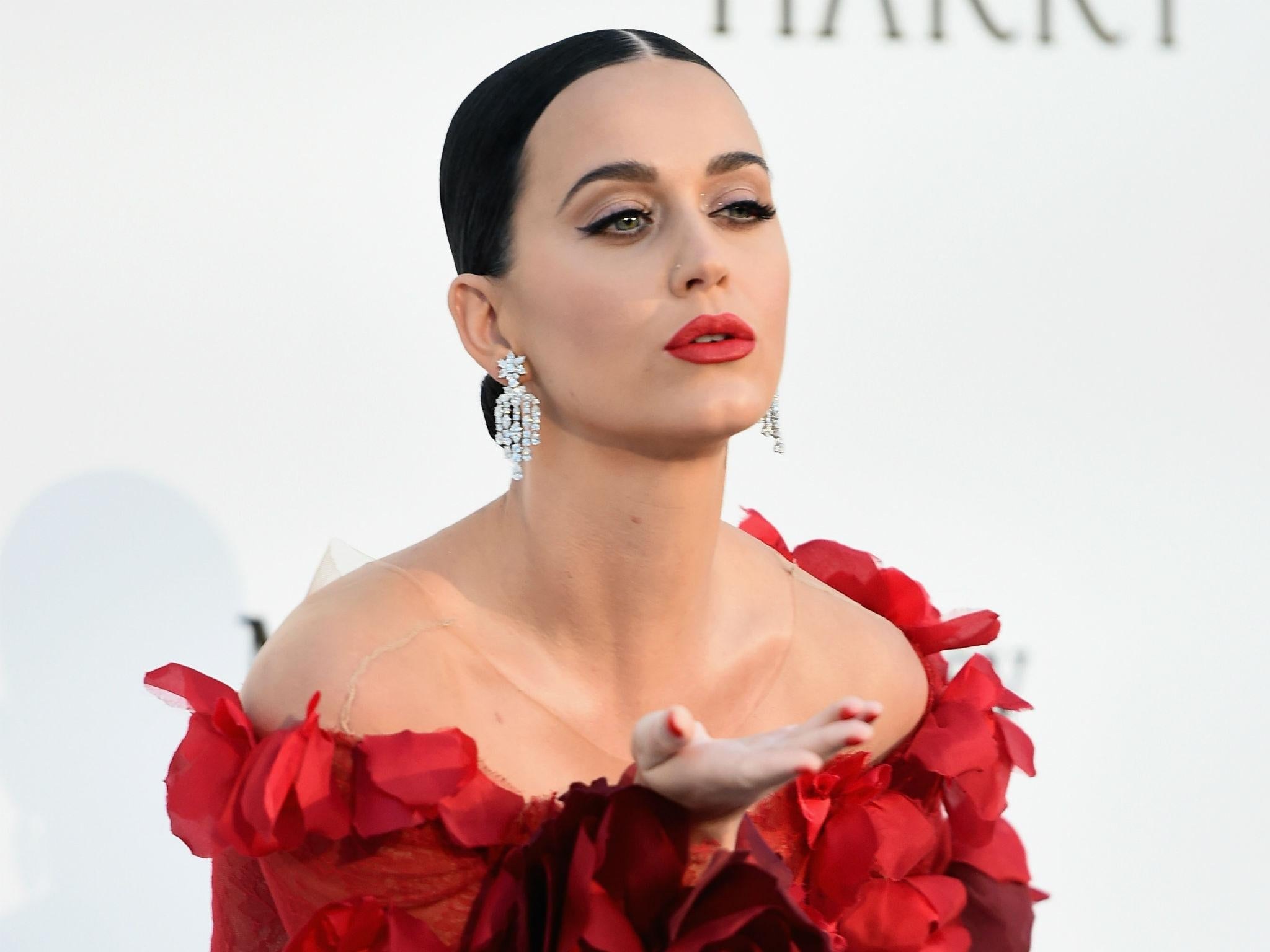 Katy Perry uses her 93 million Twitter followers to mock ... Katy Perry