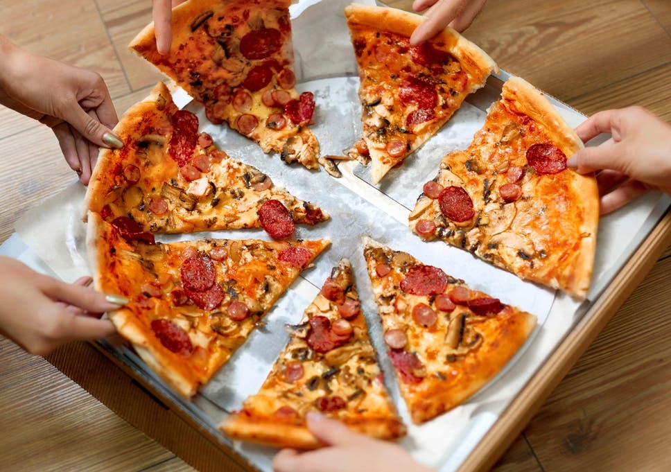 How To Eat A Pizza Properly According To The Experts The