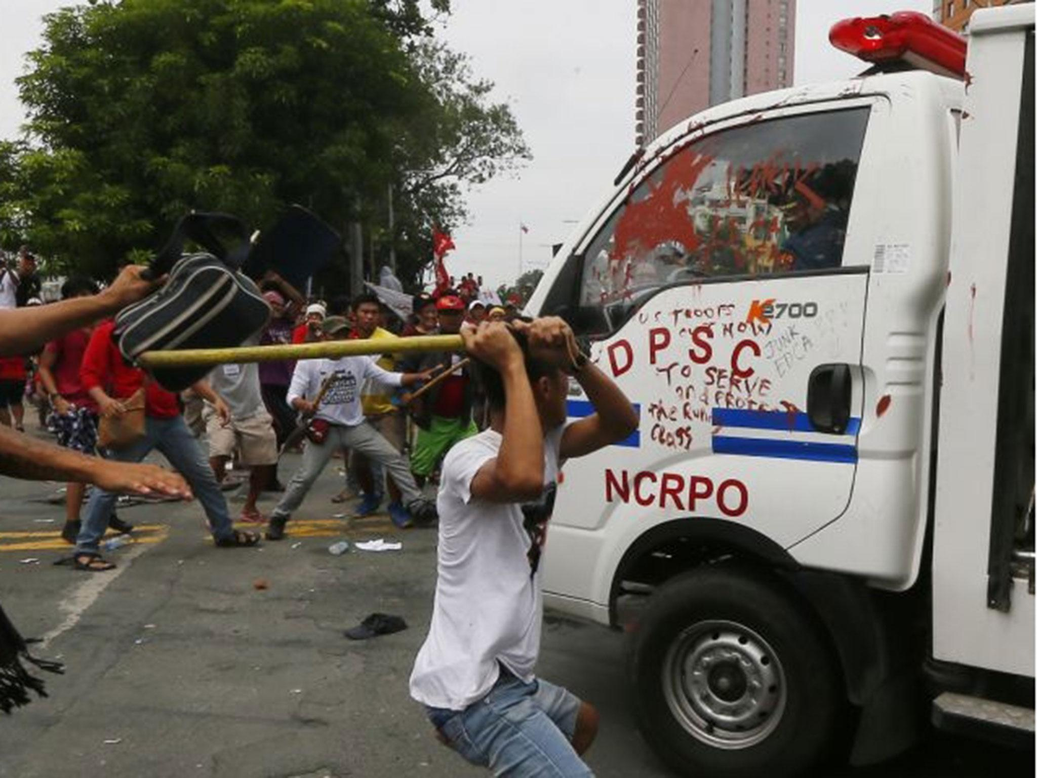 Philippines Police Van Rams Protesters Outside Us Embassy -5019