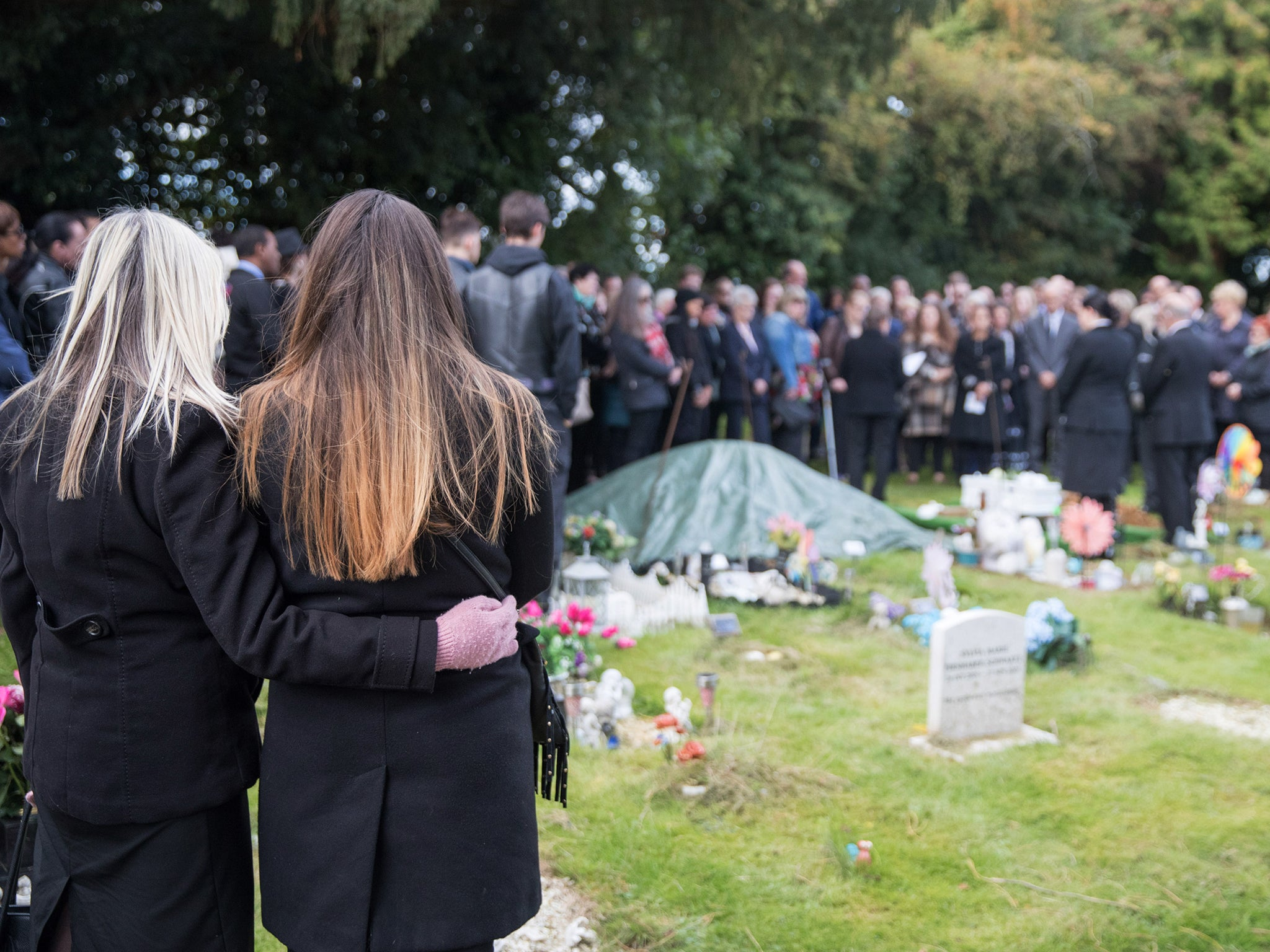 Hundreds of mourners attend open funeral for unknown baby girl in hundreds of mourners attend open funeral for unknown baby girl in oxford the independent izmirmasajfo
