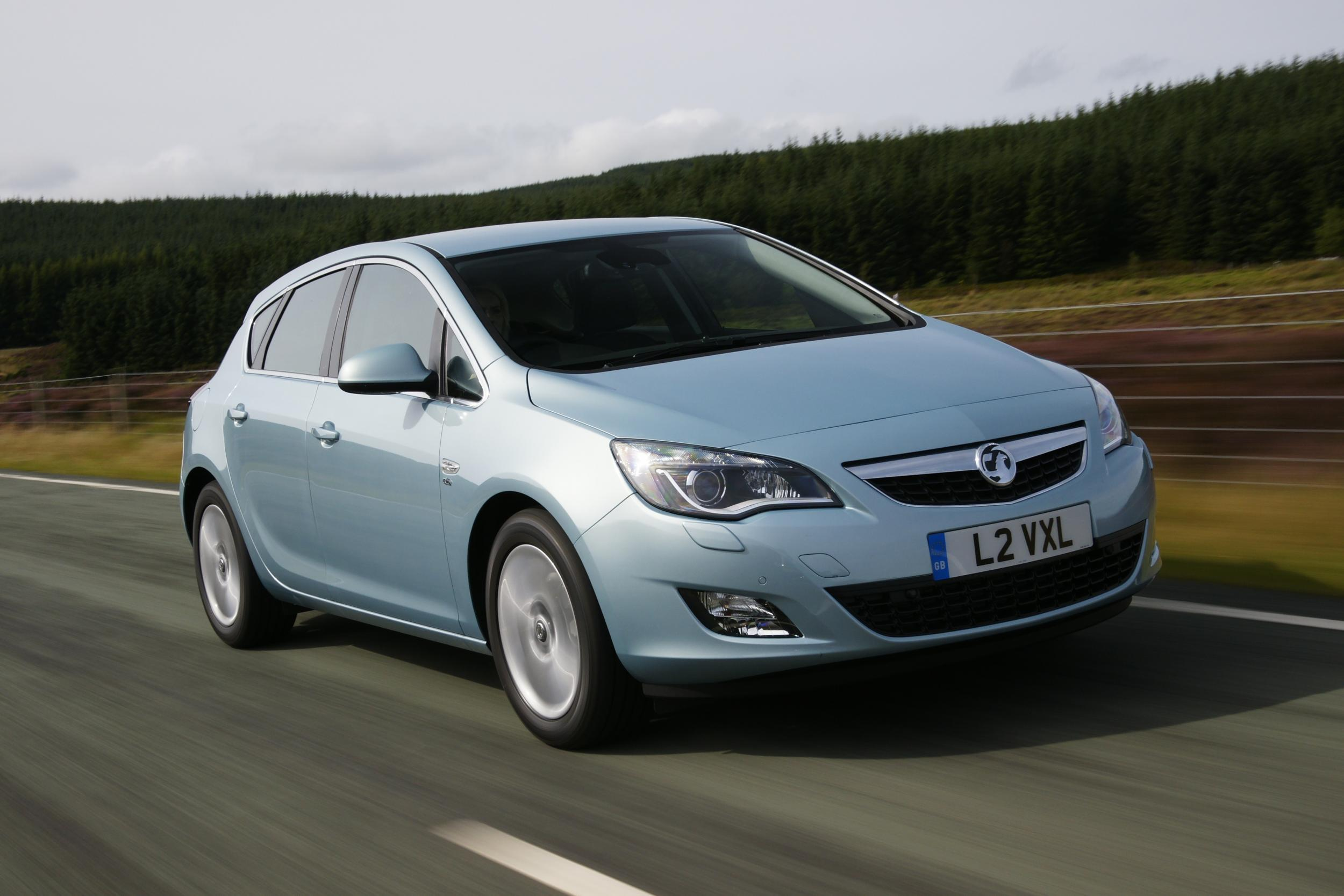 Car choice the ideal vehicle for a long commute is it trad vauxhall astra or new tech honda insight the independent