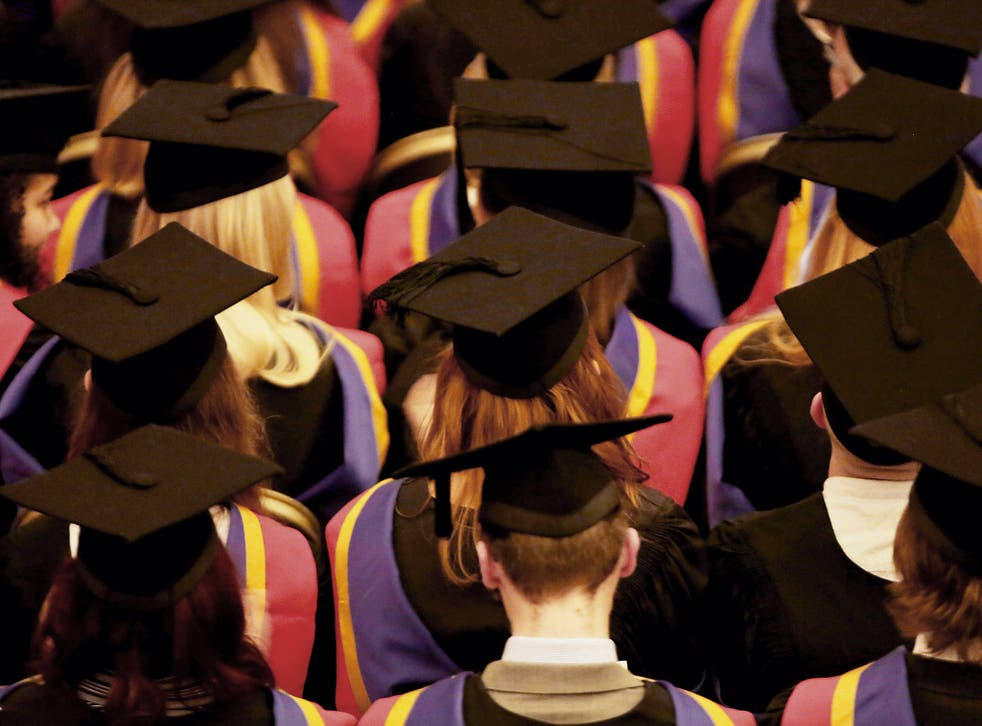 Fewer EU students have applied to start university courses in the UK next autumn.There was a 9% fall in the numbers who had applied for courses, according to admissions service UCAS.